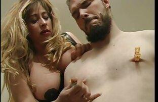 Accarezzare le palle per un video film erotici italiani ragazzo